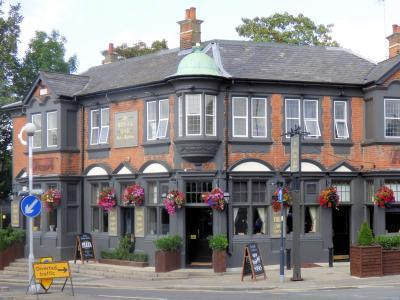Royal Oak Pub & Kitchen - Hale End (2)